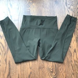 LULULEMON Army Green Leggings SIZE 6 HIGH RISE
